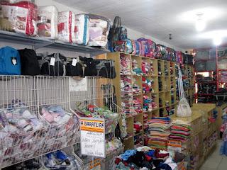 A  BARATEIRA CONFECÇÕES A verdadeira loja do povo! Rua. Santo António, 90 Centro - Pilar do Sul - SP tel: (15) 3278-2552