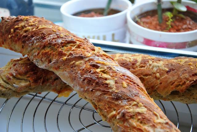 Käse innen und außen ist immer gut: Parmesan Oregano Baguettes