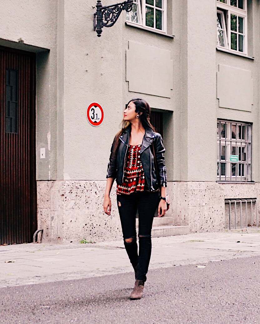 the wardrobe basics, how to wear a leather jacket, leather jacket outfits, city look, effortless chic, black leather jacket outfit, 2017 top blogger style, top street style, european style, parisian look, what to wear in europe, moto jacket, style a moto jacket, what is a wardrobe basic, wardrobe essentials, working with basics, fashion essentials, french wardrobe, top indian blogger, uk blog, london blog, london street style 2017, british blogs, indian fashion blog, wardrobe must have, pyramid rule, declutter your wardrobe, weekend uniform, winter outfits idea,