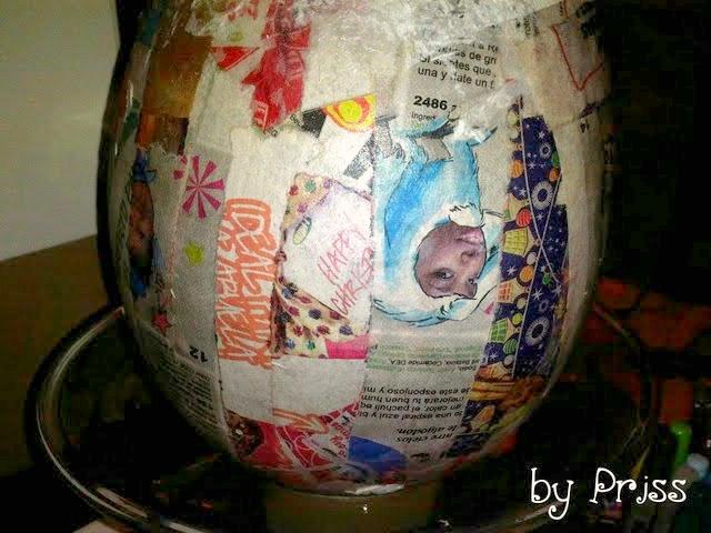 Cómo se van pegando las tiras de papel al globo