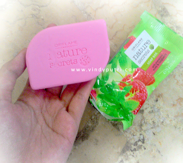 Nature Secret Mint & Raspberry Soap Bar by Oriflame Review