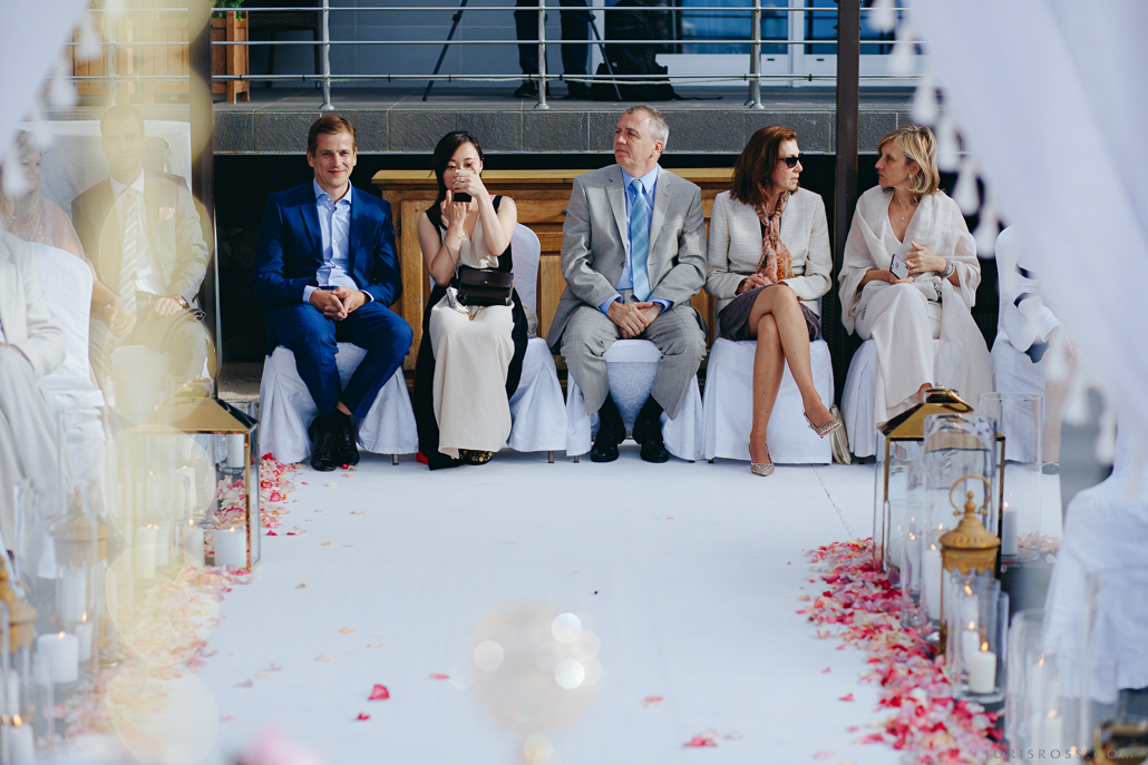 bagāti viesi kāzās
