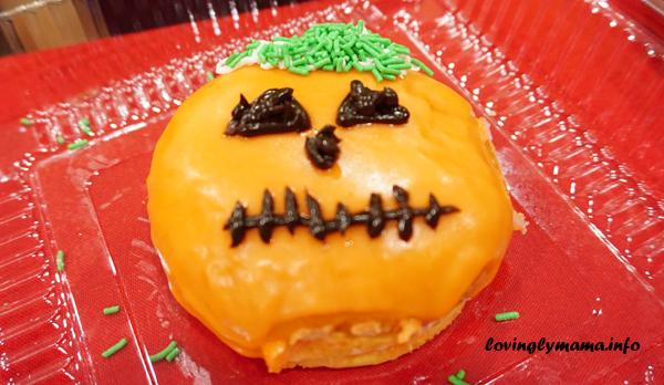 Halloween pumpkin doughnut design