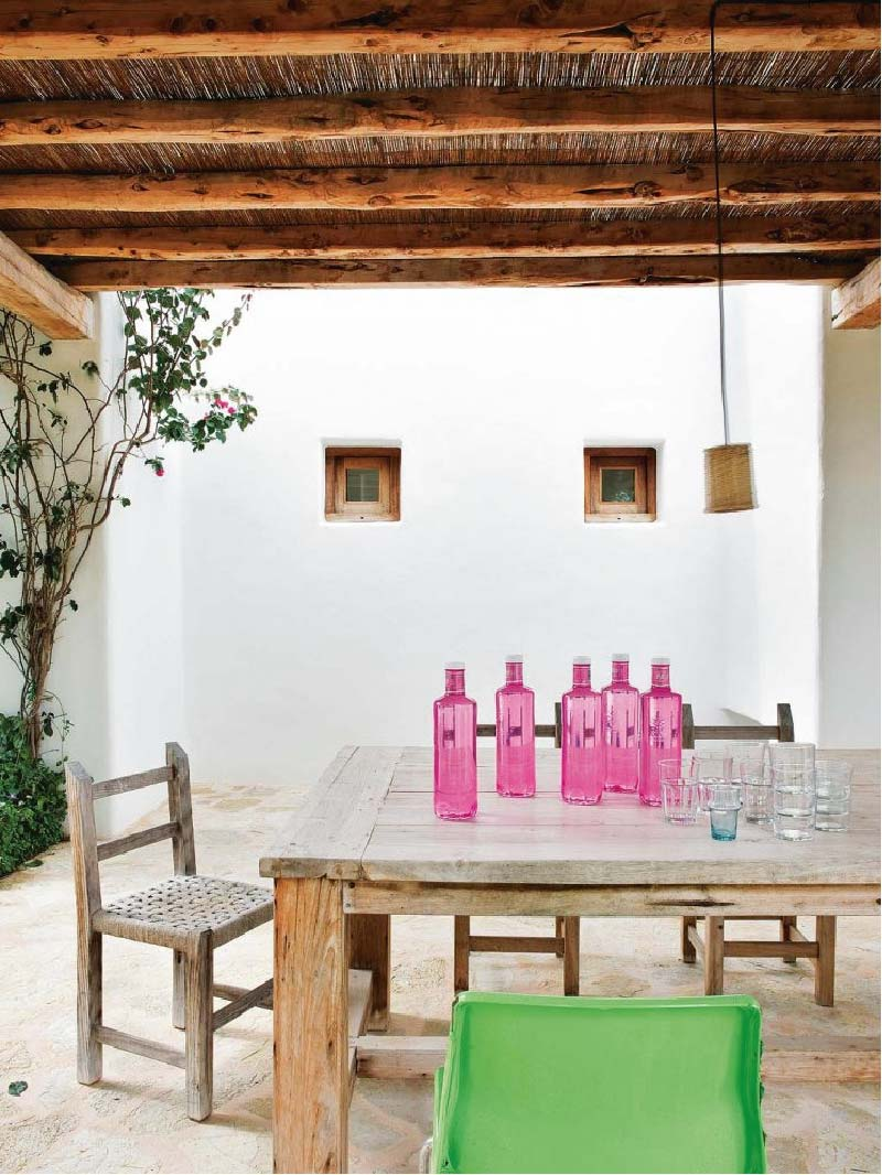 Interno bohemien per una casa in stile rustico mediterraneo