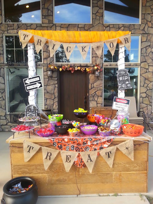 Halloween Trick or Treat Stand