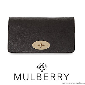 Kate Middleton carried MULBERRY Bayswater clutch