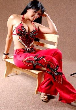 Foto de Maricarmen Marín con su vestuario de cantante