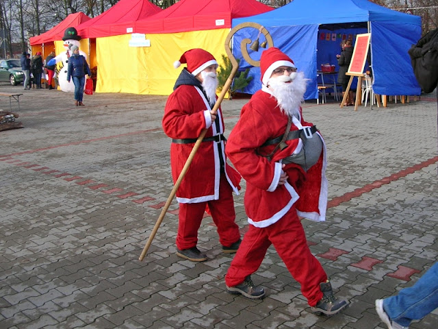 Boże Narodzenie, tradycje, czerwony strój, jarmark