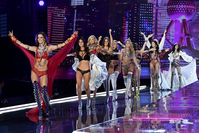 victoria secret, fashion show victoria secret, victoria secret shangai, Adriana Lima, Lenceria, moda, fashion, moda y tendencias, asesora de imagen, july latorre, Balmain