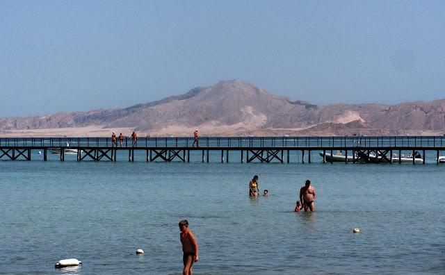 вид с отеля на остров Тиран