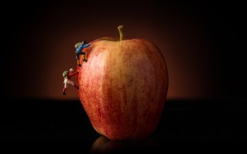 Wallpaper: Climbing the Apple