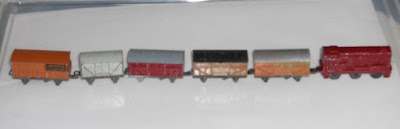 Lone Star 000/N gauge Class 08 Diesel 'Livestock Carrier' starter train set