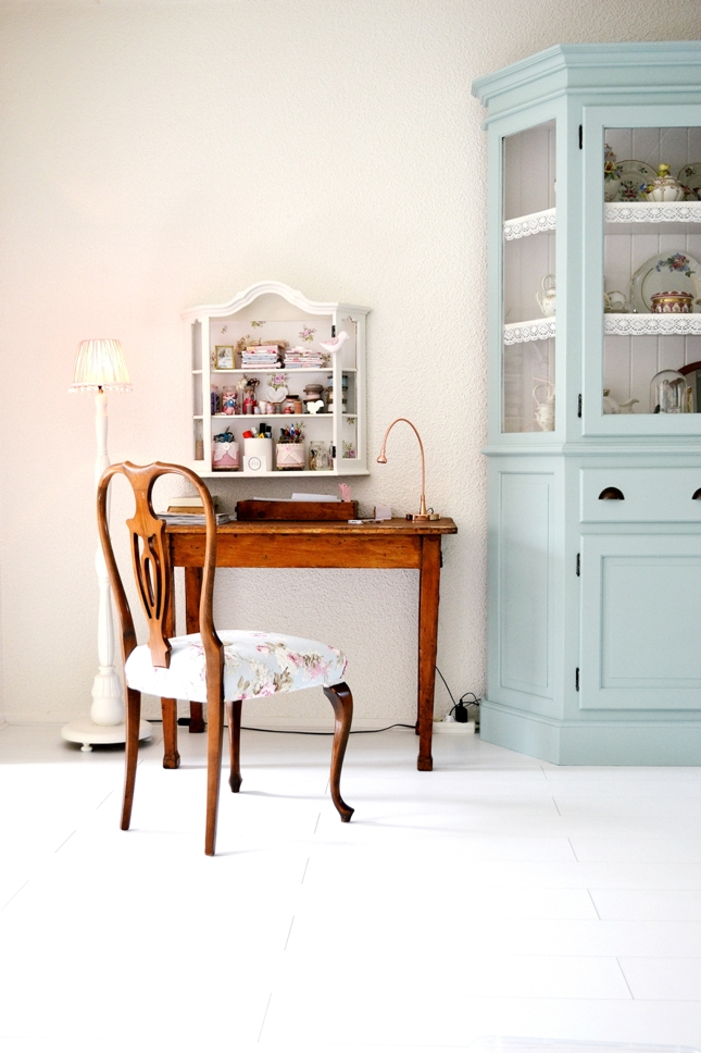 Frivole low budget restyling living room new floor and a painted cupboard celadon - Verf haar woonkamer ...