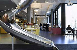 Lugar de trabajo con diseño original con tobogan
