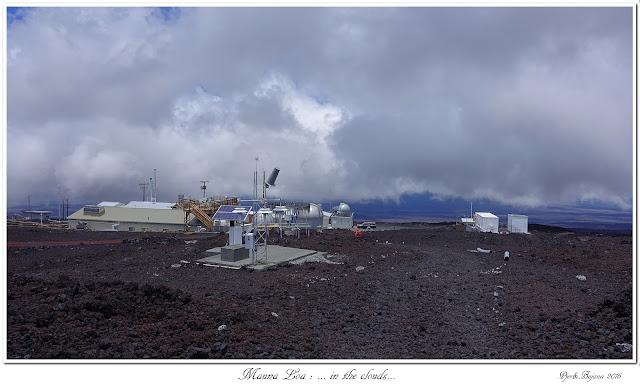Mauna Loa: ... in the clouds...