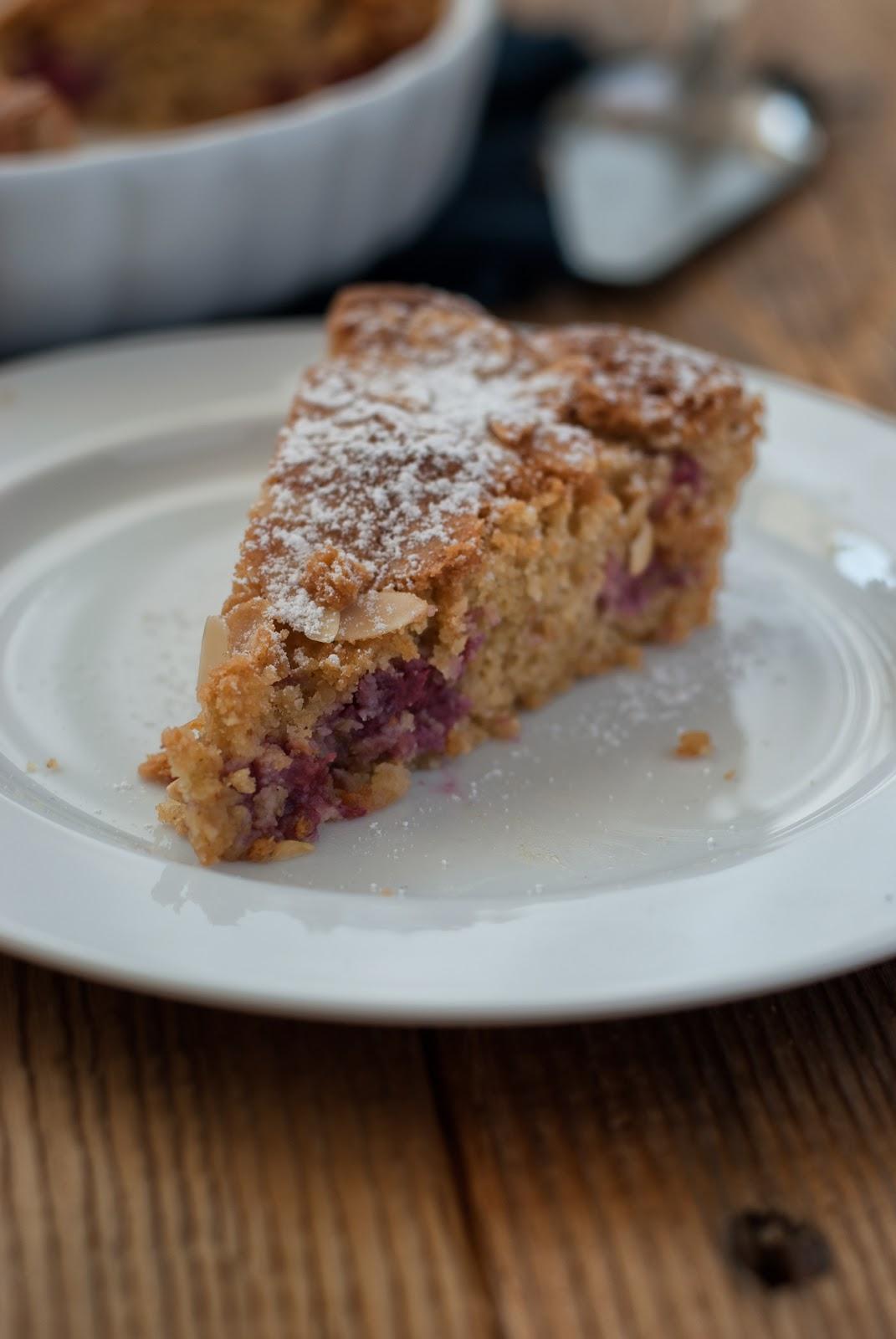 Ciasto migdałowe bez glutenu z malinami