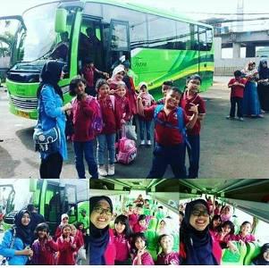 Sewa Bus Medium Jakarta Anyer