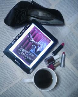 [SINOPSIS + RESEÑA] Enamorado de una Stripper - Flor M. Urdaneta.