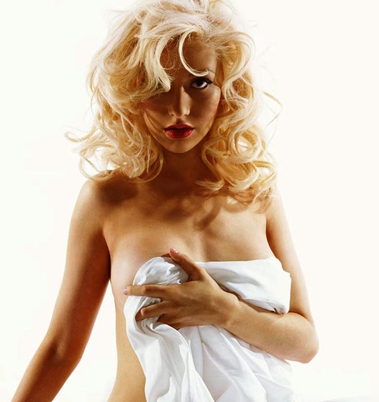 Sexy Christina Aguilera Takes It All Off