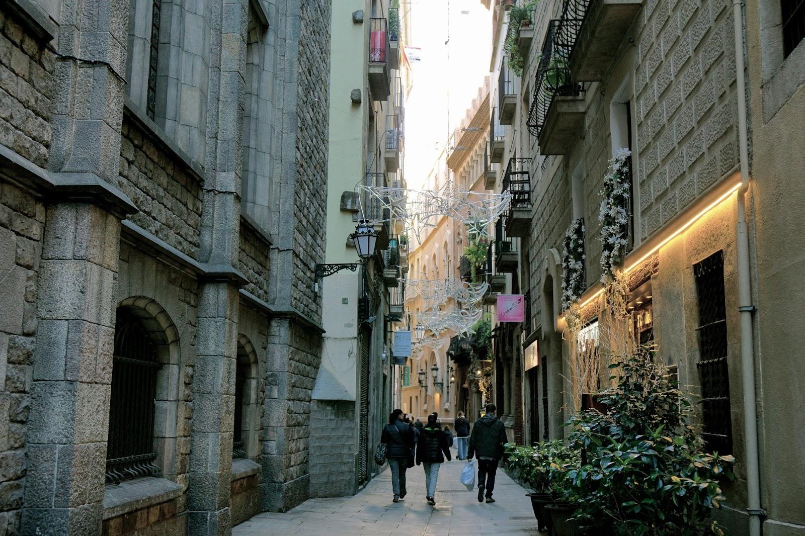 ムンツィオ通り(Carrer de Montsió)