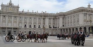 Cambio de guardia en el Palacio Real de Madrid