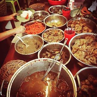 Nasi Jamblang Khas Cirebon yang cocok di jadikan Oleh oleh.