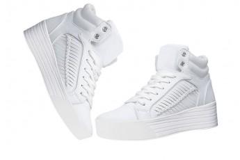 Sepatu yang Dimiliki Untuk Melengkapi Style Korea