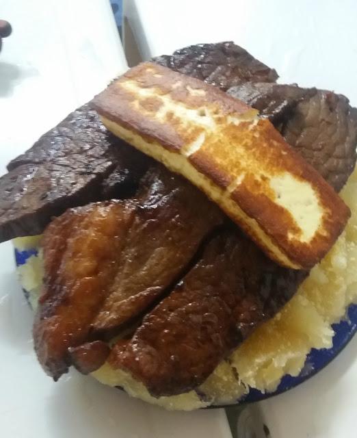 Comidas e bebidas típicas de Recife (Pernambuco) - carne de sol com macaxeira