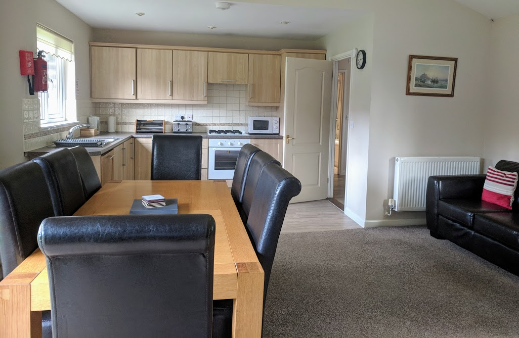 Waterside Cornwall Review | Self-Catering Lodges Near The Eden Project - 3 bed lodge kitchen