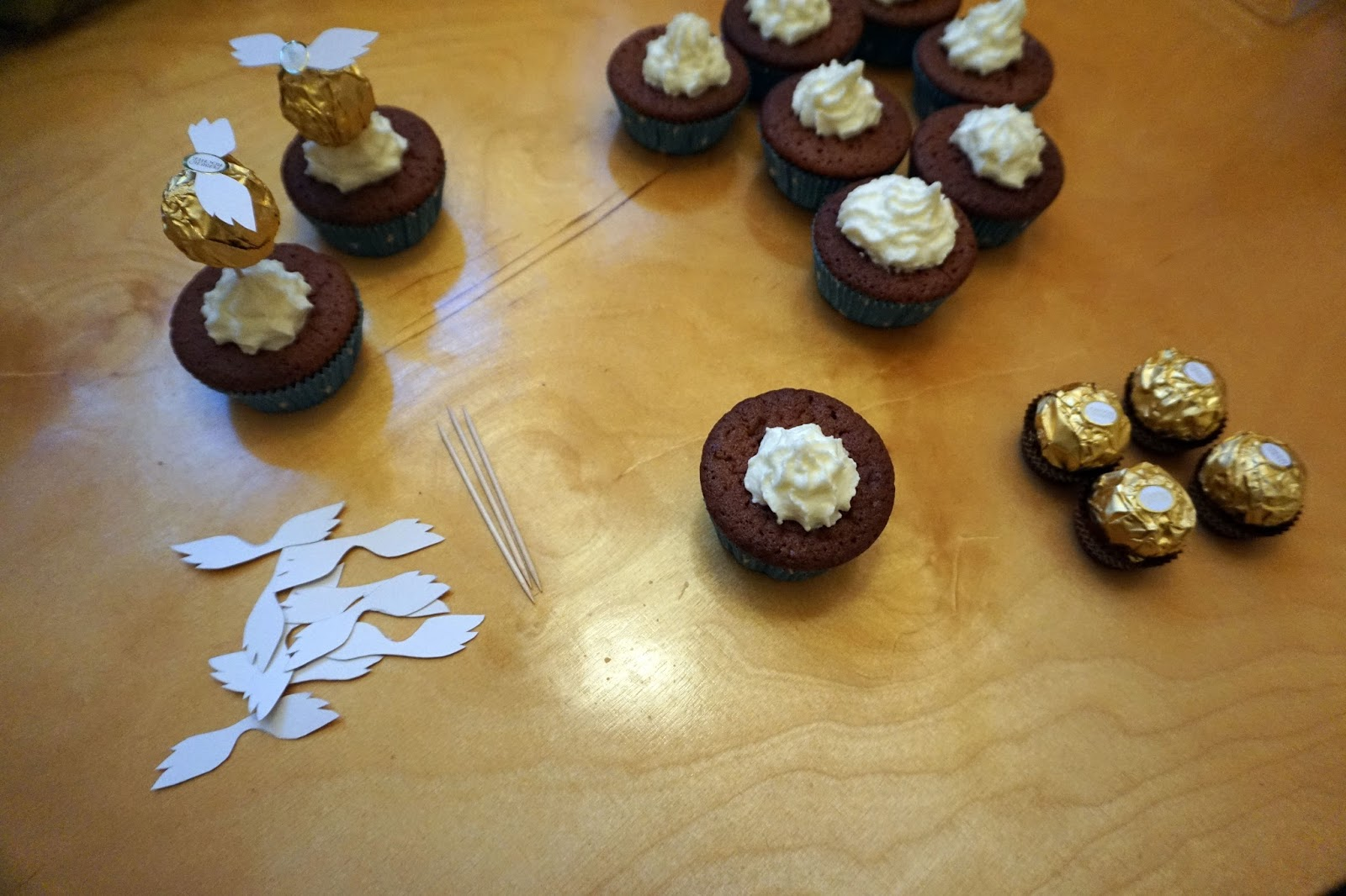 sconefectioner harry potter golden snitch cupcakes