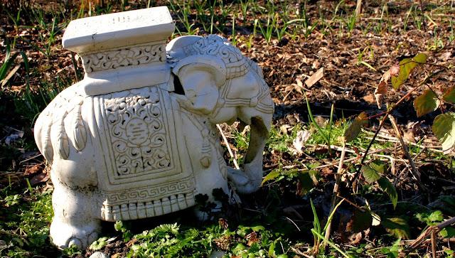 Garden decor with found objects: Elephant