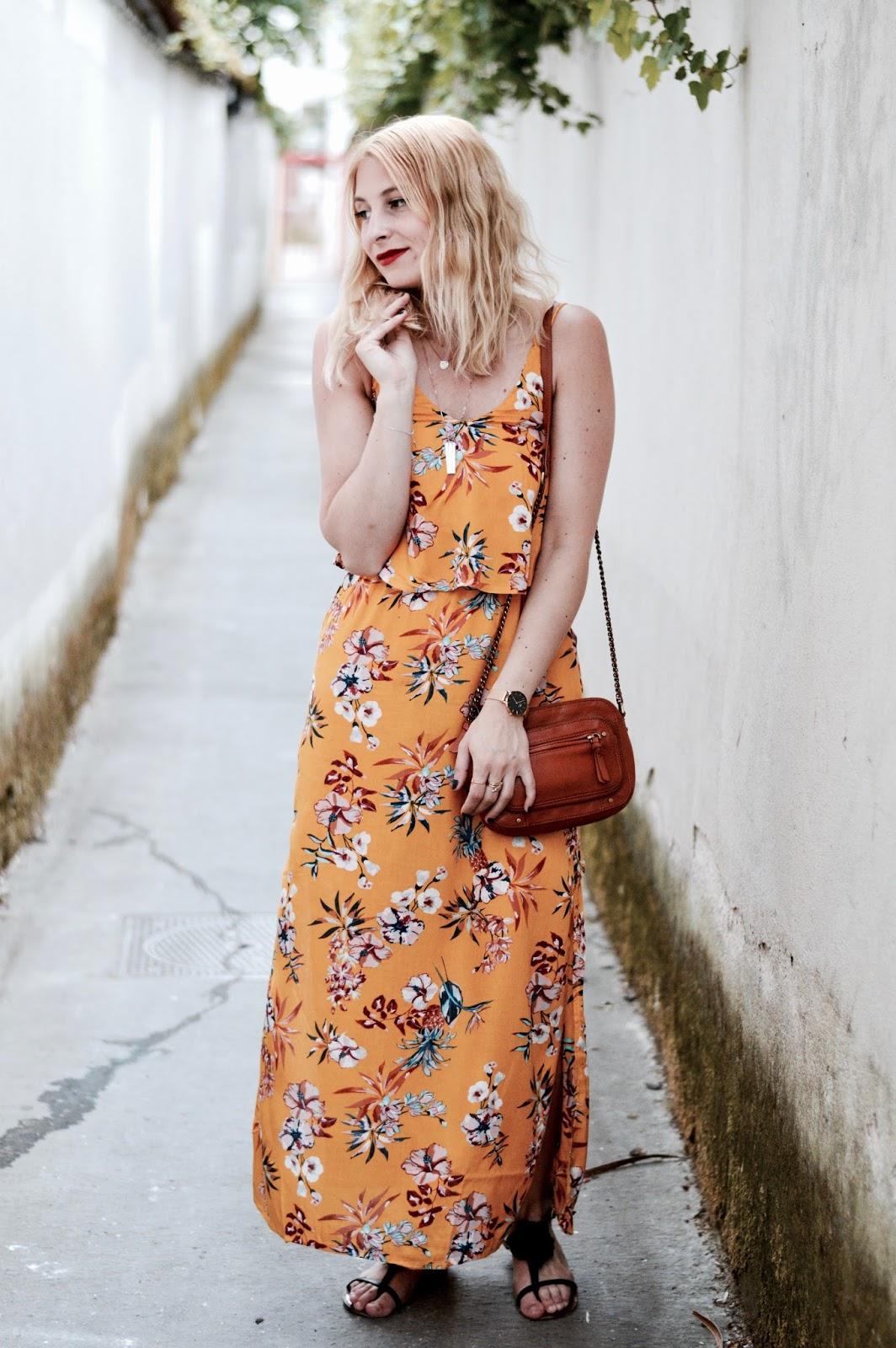 Look femme printemps : longue robe jaune pimkie