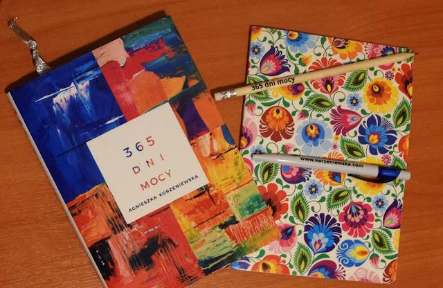 """Jak zaplanować naukę języka obcego? - okładka kalendarzu pt. """"365 dni mocy"""" - Francuski przy kawie"""