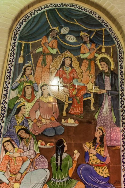 una rappresentazione all'interno di un bazar iraniano