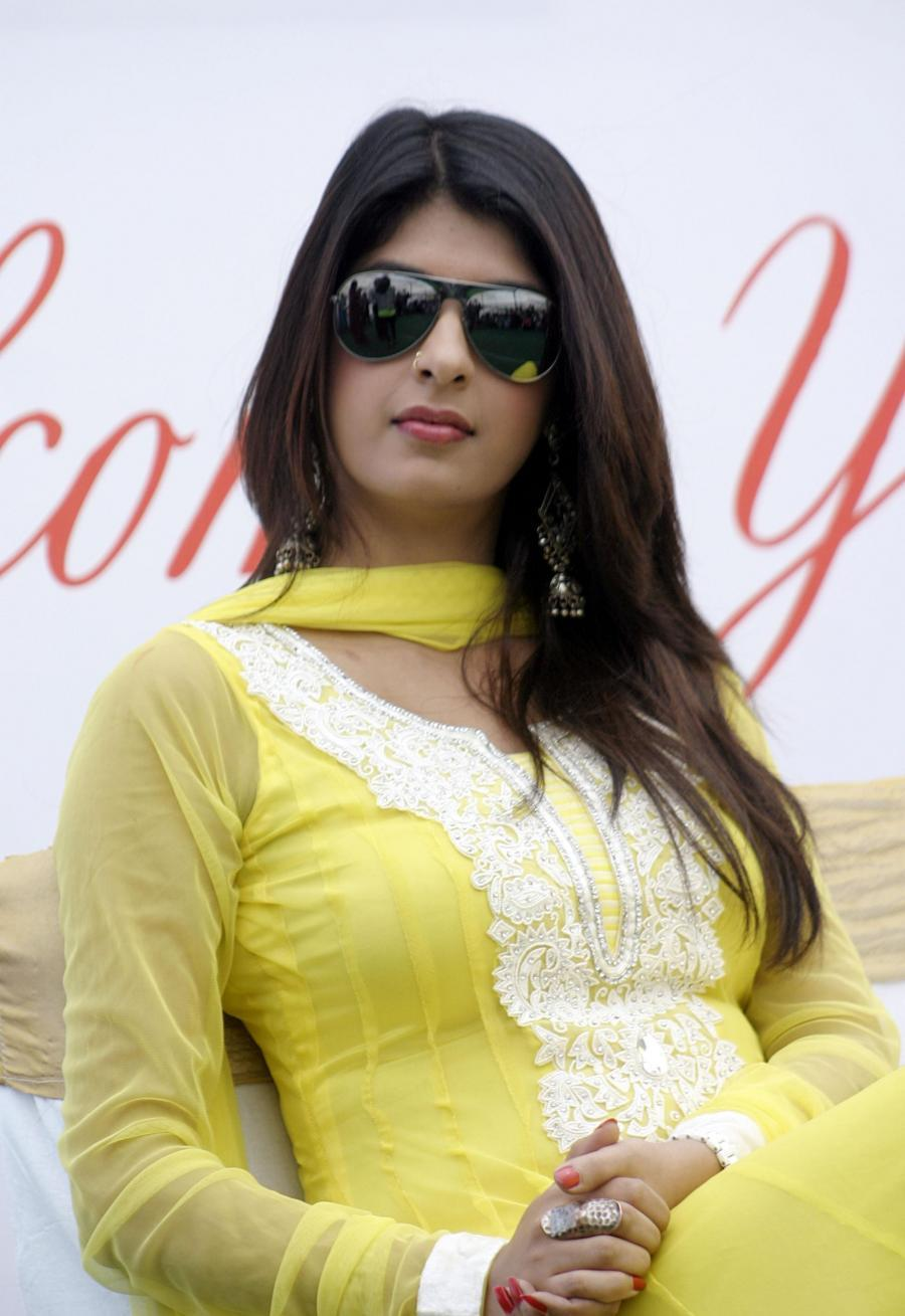 Hindi TV Actress Aishwarya Sakhuja Glasses Nose Ring Photos In Yellow Dress