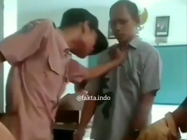 Kisah Bocah SMP di Gresik Tantang Guru Hingga Bersujud Minta Maaf