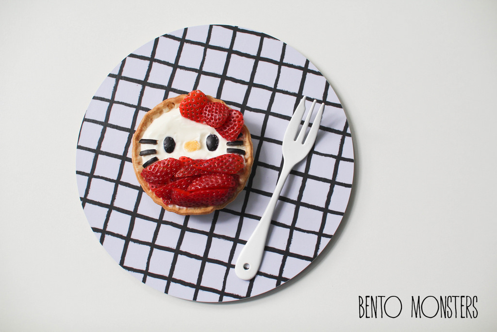 19-Hello-Kitty-Strawberry-Yoghurt-Tart-Li-Ming-Lee-Kyaraben-Bento-Monsters-Themed-Lunch-Art-www-designstack-co