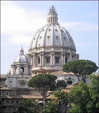 La-coupole-de-la-basilique-Saint Pierre.JPEG