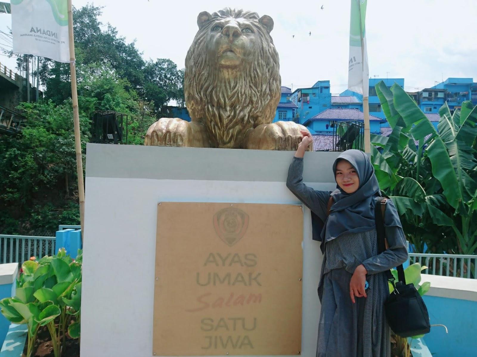 Spot Foto Instagramable Di Kampung Biru Arema