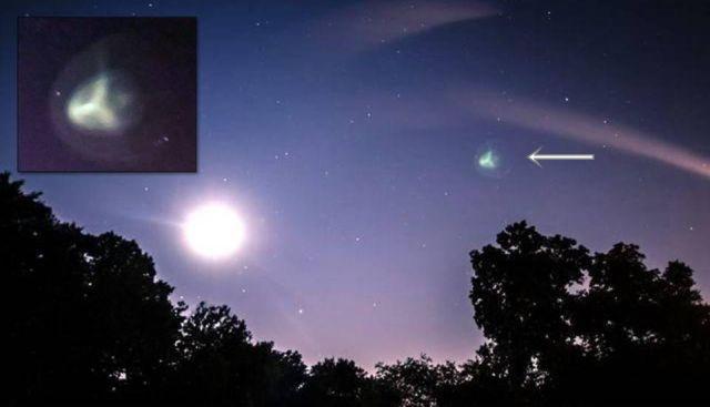 UFO News ~ UFO Over Daytona Beach, Florida plus MORE Greenish%2Btri-spoke%2Bufo%2Bnight%2Bsky%2B%25281%2529