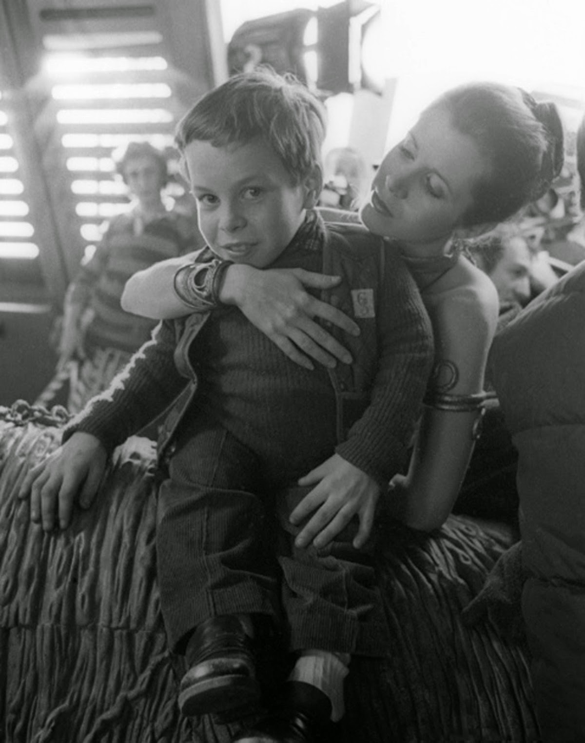 warwick davies and carrie fisher on the set of Jedi