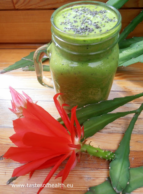 smoothie, spinach,  spinach smoothie, healthy breakfast, breakfast smoothies, pineapple, chia, chia seeds