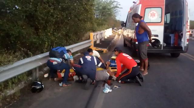 Em Delmiro Gouveia, colisão envolvendo  motocicletas deixa uma  pessoa ferida em um trecho da AL-220