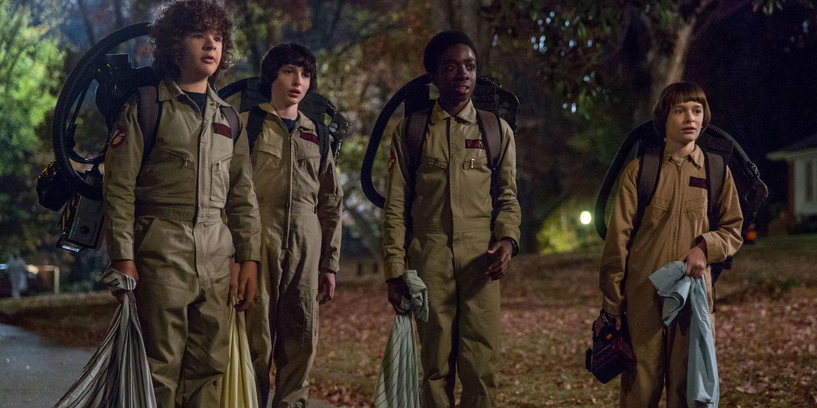Los niños de Stranger Things disfrazados de Los Cazafantasmas en la segunda temporada de Stranger Things