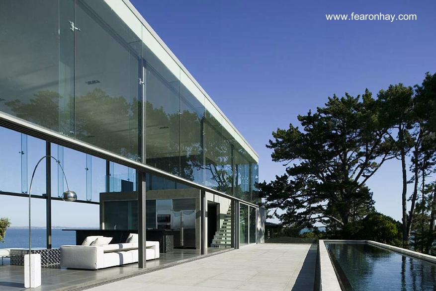 Residencia contemporánea con amplias superficies de vidrio en Auckland, Nueva Zelanda