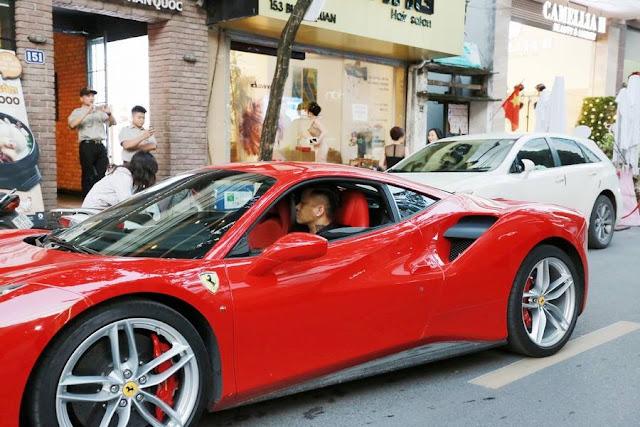 Sau khi mua mẫu xe này, Tuấn Hưng thường xuyên lái đi khắp nơi