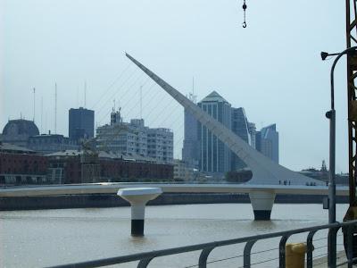 conhecendo a América Latina; Puerto Madero; Ponte da Mulher; Rio da Prata; Argentina; Buenos Aires; turismo América Latina;