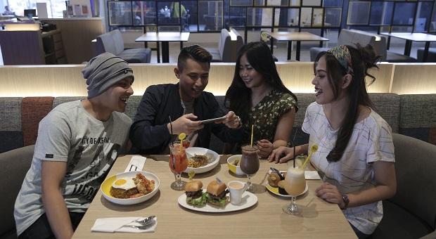 YELLO Hotel Paskal Bandung Hadirkan Nasi Goreng Rendang Ayam Geprek