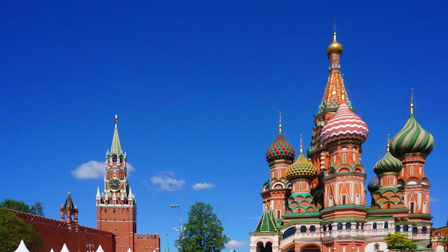 Фото Храма Василия Блаженного и Спасской башни Кремля