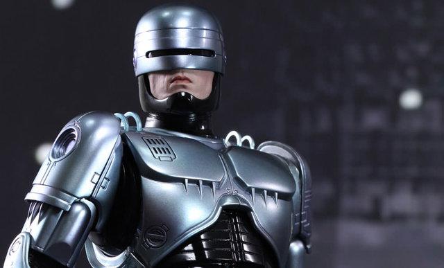 80'lerin ve 90'ların efsanevi karakterlerinden olan RoboCop'un yeni filmi RoboCop Returns için çalışmalar devam ediyor.